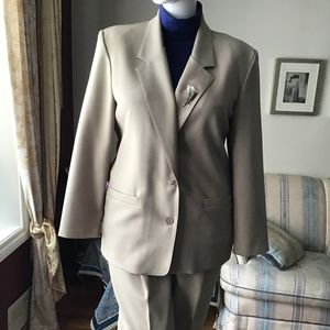 Alfred Dunner suit size 18